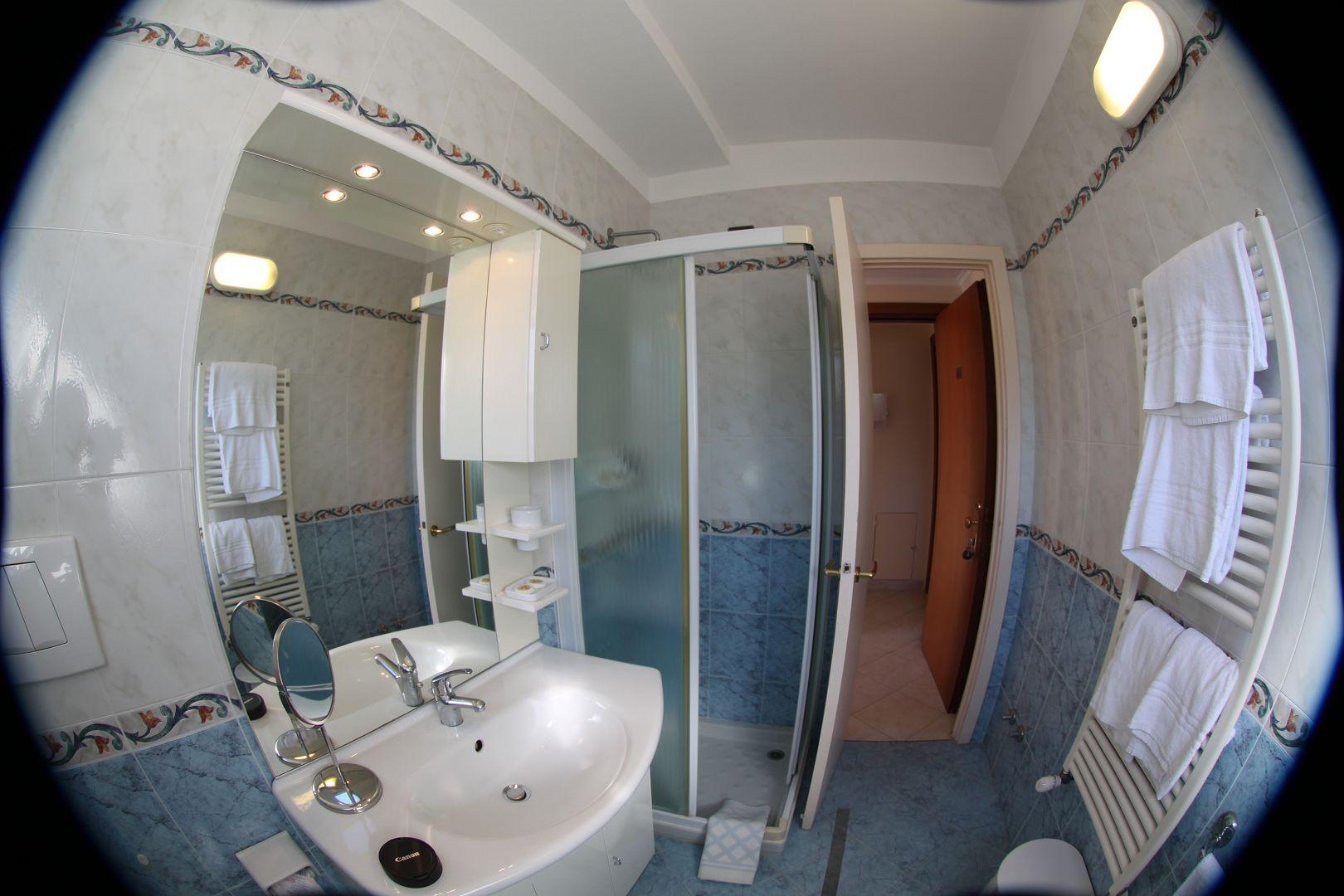 Hotel Stella camera per 1 persona | bagno grande |letto alla ...