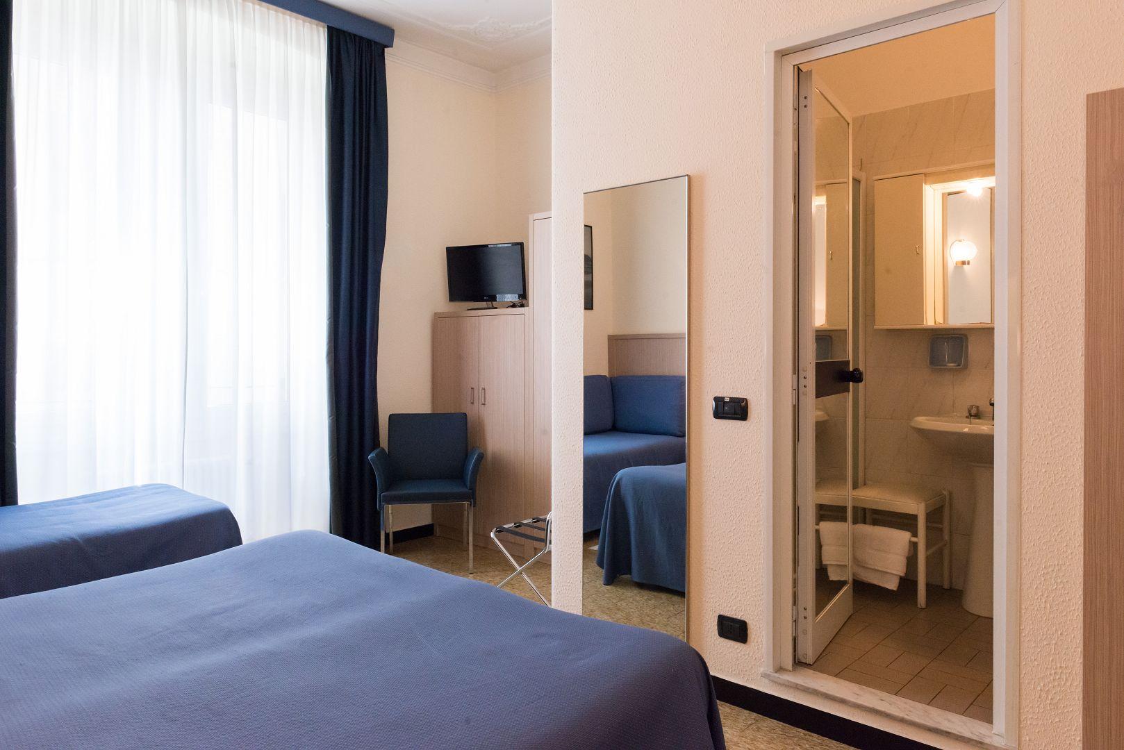 Hotel Stella letto matrimoniale e di un letto singolo | bagno con ...